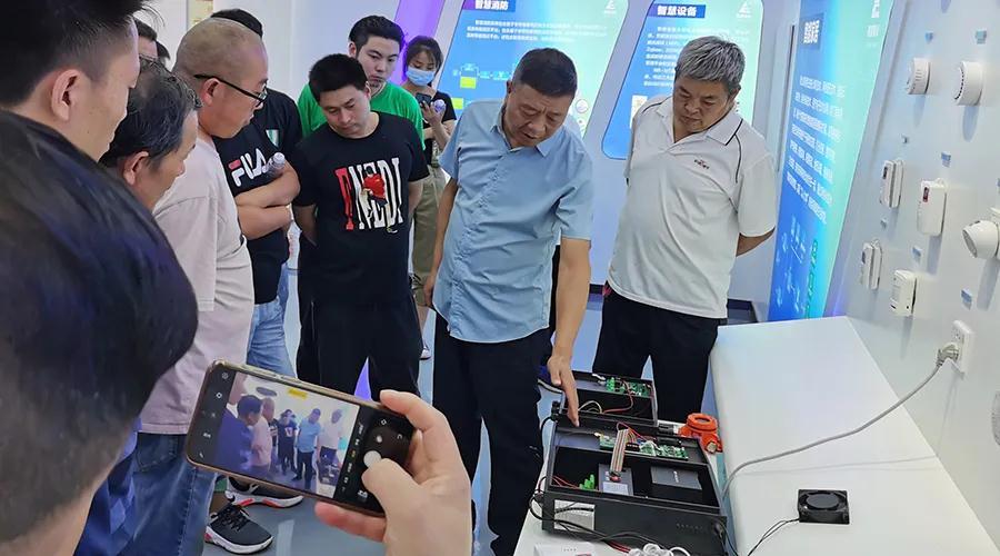 长葛市餐饮行业代表团到访许昌beplay手机下载参观交流